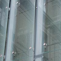玻璃夹丝装饰网,办公楼窗户应用图-浩通金属丝网