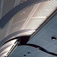 吊顶装饰网,车站房顶效果案例-浩通金属丝网