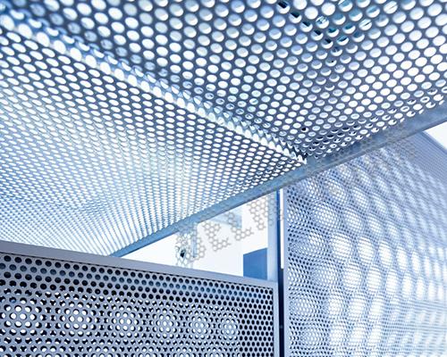 铝板冲孔装饰网应用图-浩通金属丝网