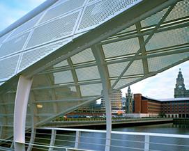 幕墙穿孔金属洞洞板,天桥装饰网冲孔网,浩通金属丝网