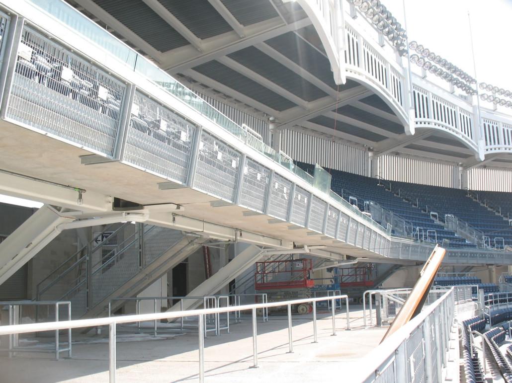 新洋基体育场体育场看台一的屏风隔断金属网